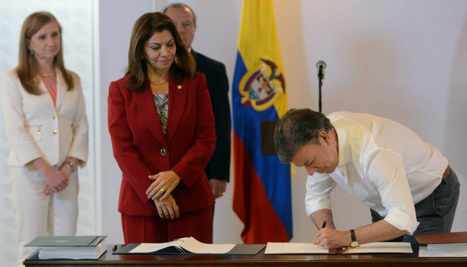 Presidentes de Colombia y Costa Rica suscriben TLC