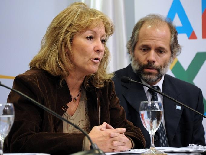 Presidenta de ANTEL, Carolina Cosse; presidente de OSE, Milton Machado (Foto: Presidencia)