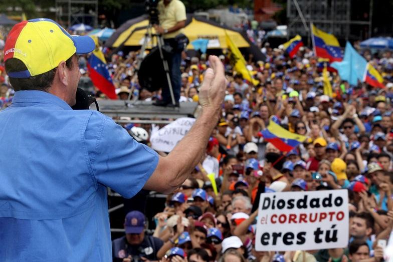 el líder de la unidad nacional, Henrique Capriles, durante su discurso de este sábado en Caracas (Foto: MUD)