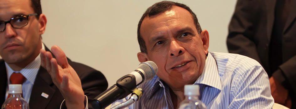 El Presidente de Honduras, Porfirio Lobo Sosa, se reunió de forma privada con miembros de la misión del Fondo Monetario Internacional (FMI), con el objetivo ... - porfirio-lobo-BID