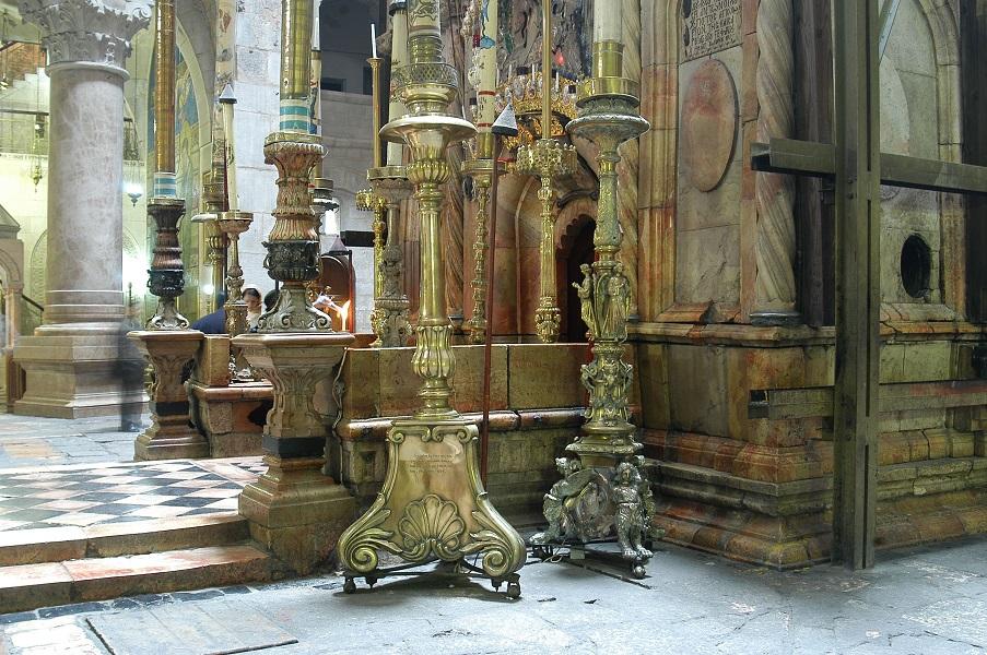 Entrada al Santo Sepulcro en la Iglesia de la Resurrección en Jerusalén