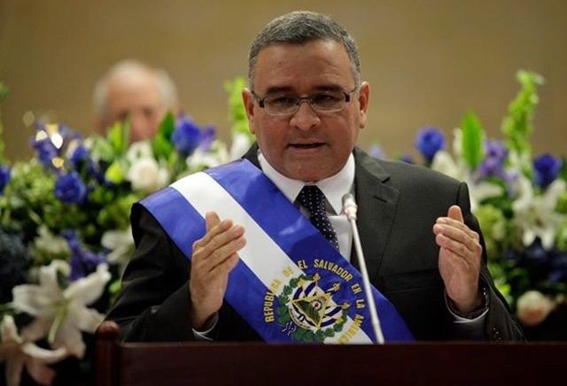 Mauricio Funes valora acusación contra expresidente Flores por corrupción