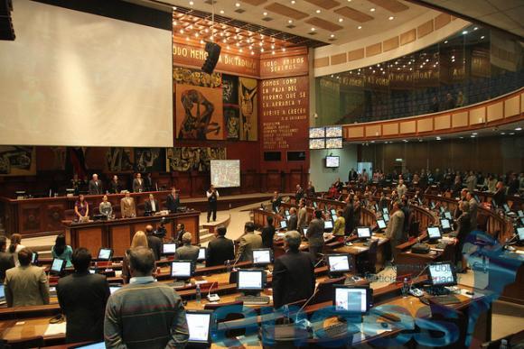 Asamblea de Ecuador condena por unanimidad expresiones discriminatorias de periodista peruano contra futbolistas
