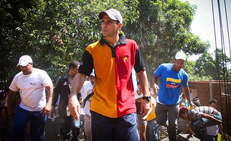"""Capriles denuncia que la """"papahuellas"""" es una medida ilegal"""