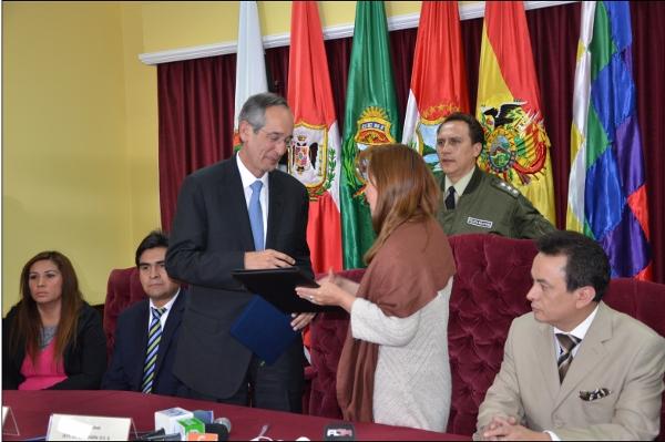 OEA suscribe en Bolivia acuerdo de observación para elecciones del 12 de octubre