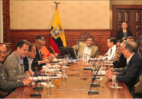 """Banca destaca """"reunión positiva"""" con el presidente Correa por Código Monetario y Financiero"""