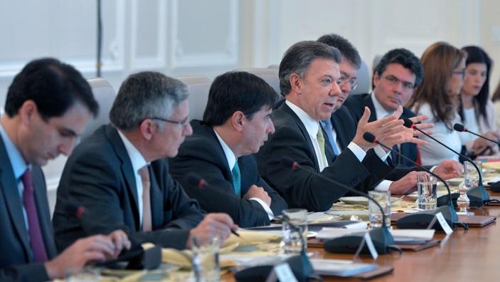Colombia: Santos pide investigar denuncias del hacker espía