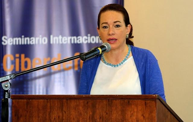 Ministra de Ecuador viaja a China para fortalecer cooperación en Defensa