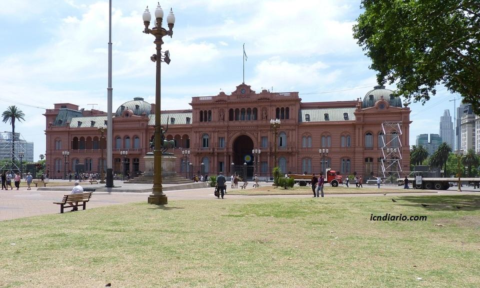 Cristina Kirchner otorga dos días libres a uruguayos para que vayan a su país a votar