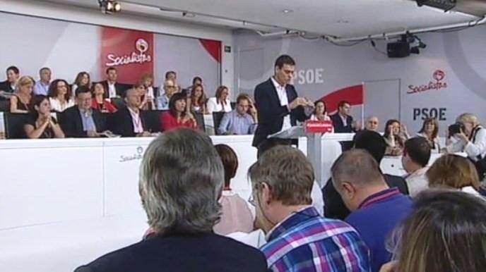 El PSOE advierte que se fragua una gran coalición forjada entre ambos extremos: PP y Podemos
