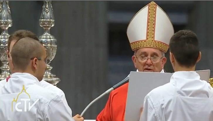 El Papa casa a 20 parejas por primera vez desde el inicio de su Pontificado
