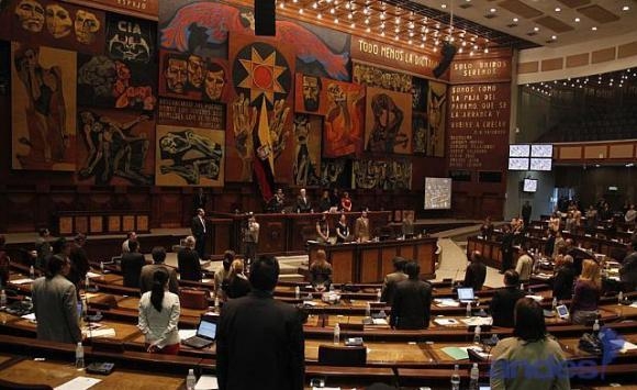 Ecuador se allana a veto parcial al Código Monetario para mayor control a la banca