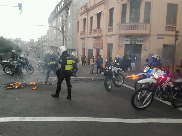 Cinco heridos y ocho detenidos por desmanes en marcha de oposición en Ecuador