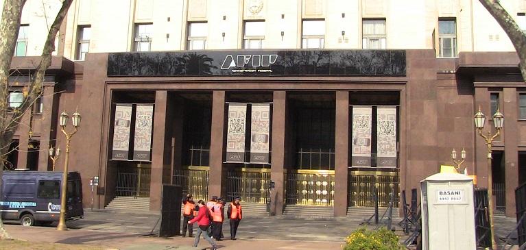 Gobierno argentino denuncia a 1200 empresas que emitían facturas apócrifas