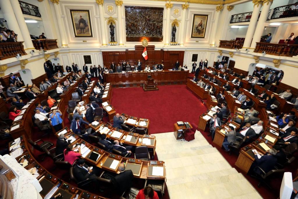 Perú: Congreso deroga Ley Laboral Juvenil impulsada por el Gobierno