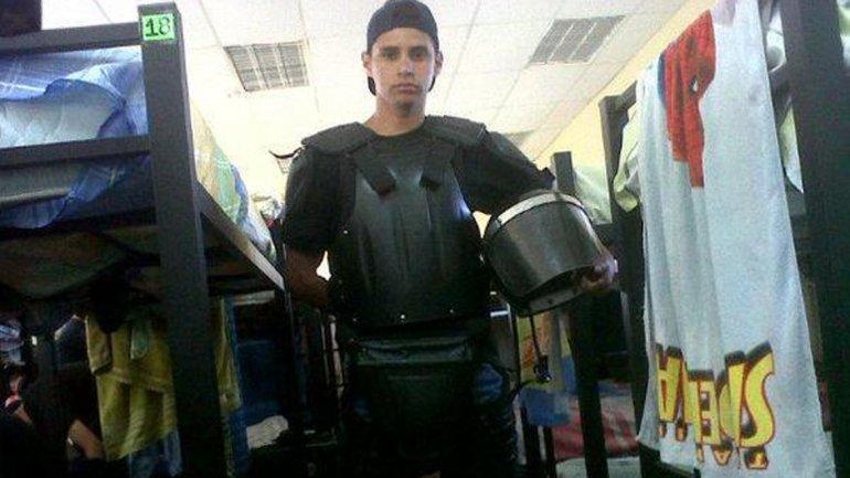 Javier Mora Ortiz (23) el policía detenido por el asesinato del menor de 14 años en una foto de su cuenta de Twitter