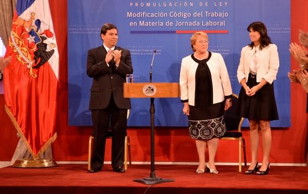 Chile promulga ley para garantizar descanso dominical a trabajadores del comercio