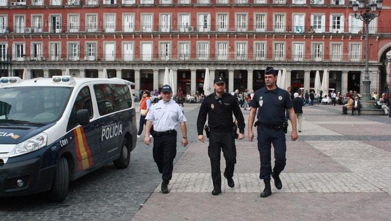 España: Policías de Francia y Portugal atenderán turistas en Semana Santa