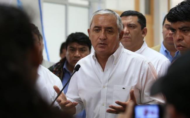 Presidente de Guatemala pide calma a la población ante manifestantes que exigen su renuncia