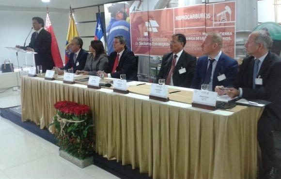 Ecuador suscribe contratos petroleros con empresas de Chile y Bielorrusia