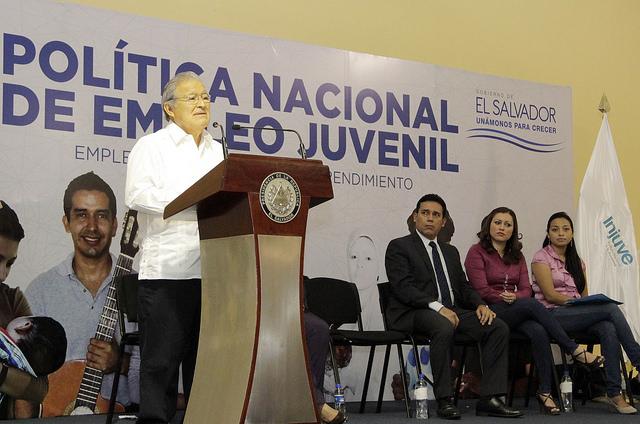 El Salvador gestiona política de empleo juvenil