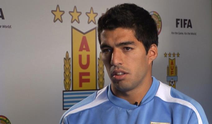 Sindicato de futbolistas pedirá que se anule la sanción de la FIFA a Luis Suárez