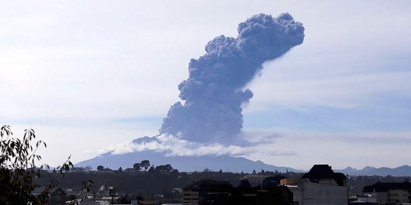 """Chile  prevé una fase """"efusiva"""" para el ciclo eruptivo del volcán Calbuco"""