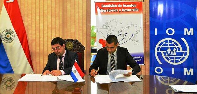 Paraguay firma convenio para actualizar leyes migratorias