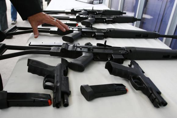 Ecuador identifica rutas para el tráfico de armas hacia Colombia, Centroamérica y México