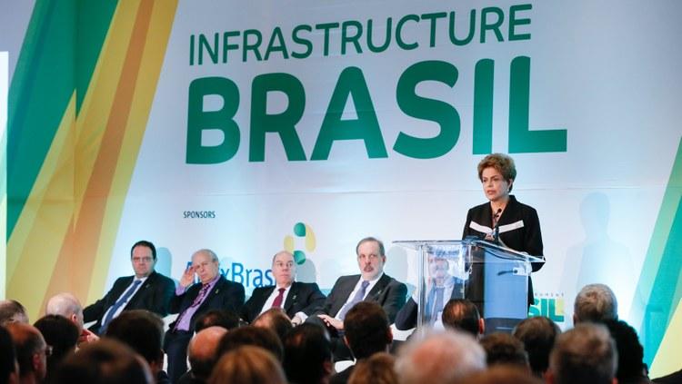 Dilma Rousseff dijo que en su campaña no hubo irregularidades y que ella no respeta a los delatores