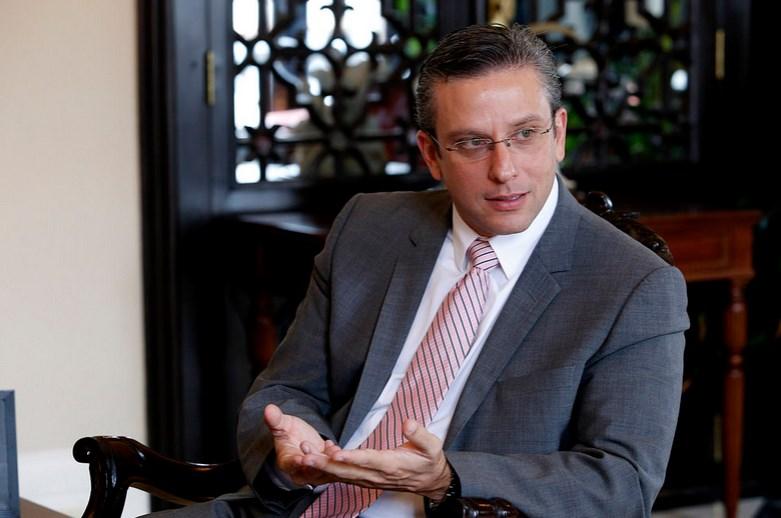 Gobernador de Puerto Rico reconoce que la deuda pública es impagable