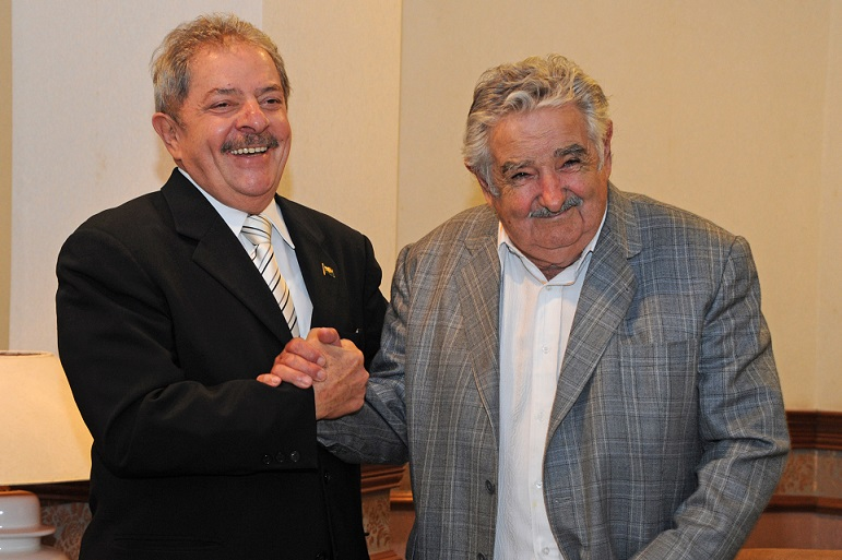 Senado de Brasil invita a Mujica a declarar sobre Lula y la trama de corrupción del 'mensalao'