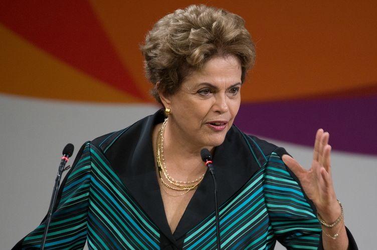 Dilma Rousseff responde a un diario: 'no voy a caer' y 'no me voy a suicidar'