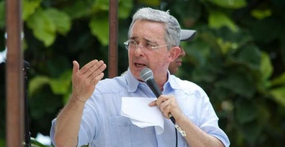 Álvaro Uribe: 'Este Gobierno nos va a entregar a las Farc'