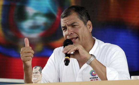 Rafael Correa presiente que pueden perder la presidencia y dice que se quedará en Ecuador a defender su honra