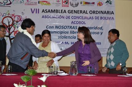 Bolivia aboga por inclusión de la mujer