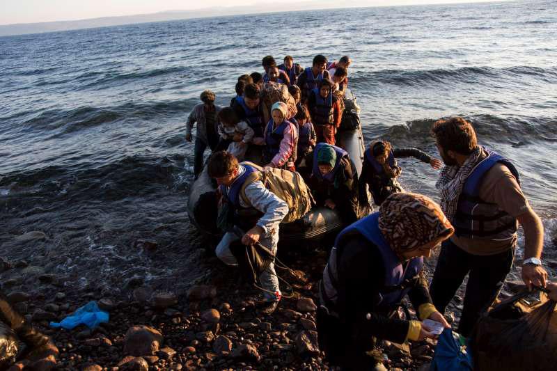 Migrantes que cruzaron el Mediterráneo este año superan los 300.000