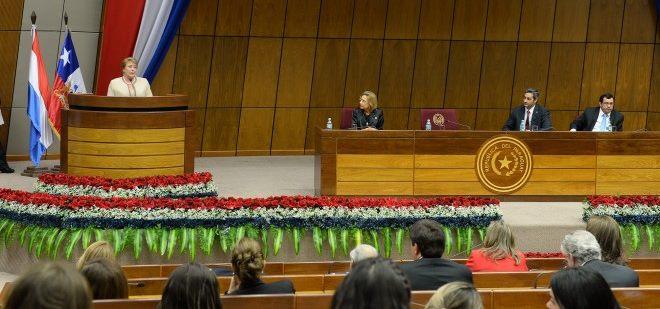 """Bachelet: """"es indispensable que más mujeres tengan voz, que lideren los procesos de cambio"""""""