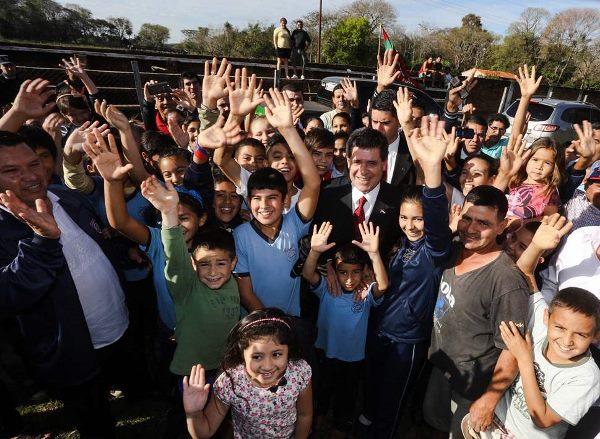 Cartes reafirma compromiso de fortalecer políticas en favor de los niños y jóvenes