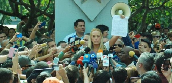 Leopoldo López a través de su esposa Lilian Tintori emitió un mensaje en su nombre, en el cual ratifica su voluntad de lucha por lograr la Mejor Venezuela desde la cárcel e invitó a los venezolanos a concentrarse el sábado una victoria de paz y democracia