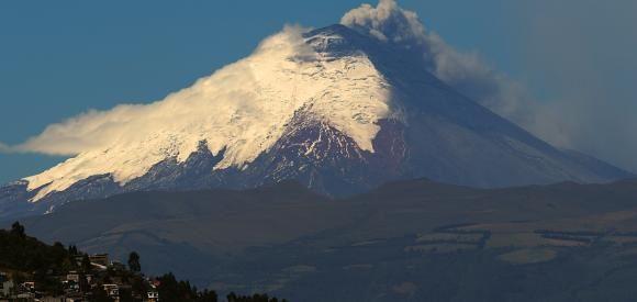 Ecuador acuerda crear plan de movilidad ante proceso eruptivo del volcán Cotopaxi