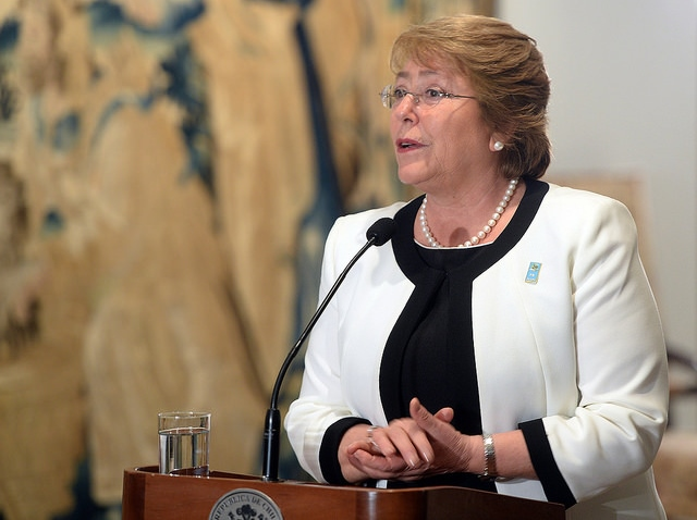 Contundente: aprobación a la presidenta Bachelet cae al 28% en Chile