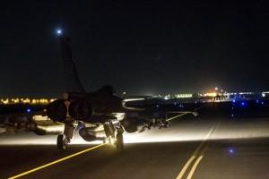 Respuesta francesa: aviones bombardean centros del Estado Islámico en Siria