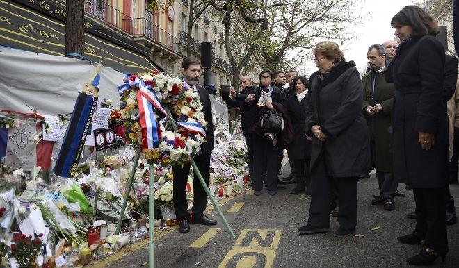 Bachelet rinde homenaje a chilenos fallecidos en atentados de Paris