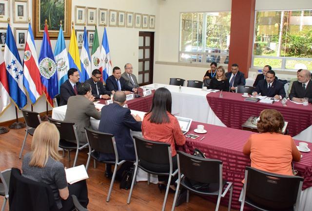 Países de Centroamérica acuerdan solución para migrantes cubanos en tránsito a EE.UU
