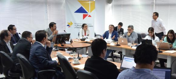 Empresarios nacionales y extranjeros invierten 4.700 millones de dólares en Ecuador