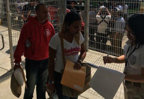 """Costa Rica afirma que plan de traslado para migrantes cubanos es """"éxito absoluto"""""""