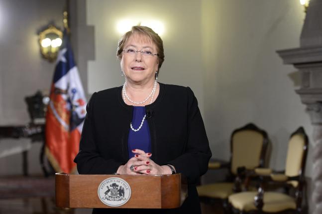 Bachelet fortalecerá la democracia e impulsará creación de empleo en 2016
