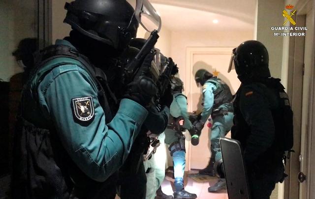 Red de narcos españoles y colombianos captaban empleados de puertos para enviar drogas