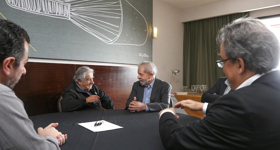 Mujica se reúne con Lula y cree que la democracia en Brasil 'está bajo amenaza'